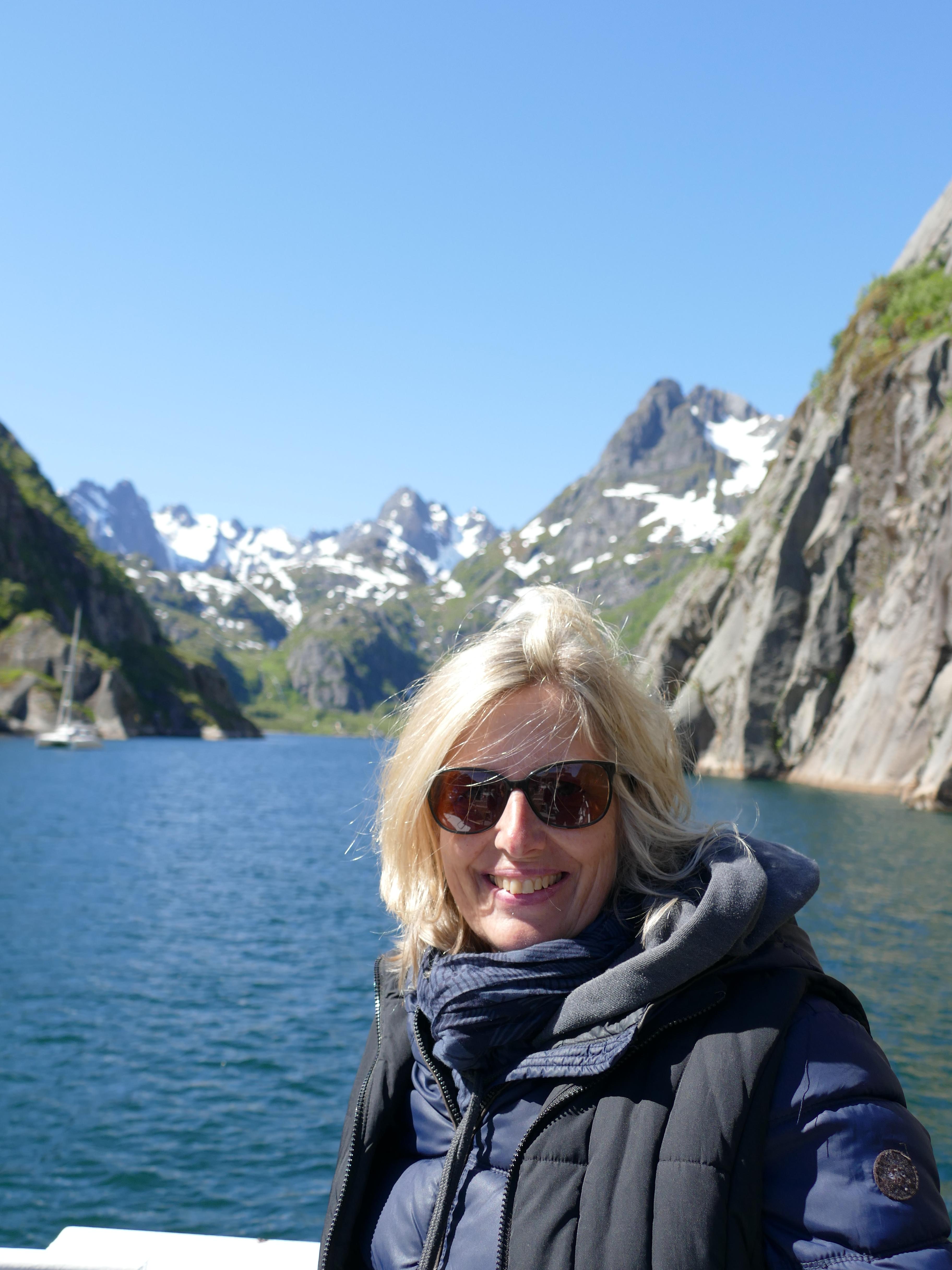 Claudia Schmidt bei einer Tour bei den Lofoten durch Trollfjord